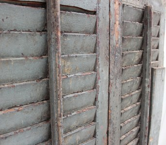 SH8a Vintage old shutters from India 3