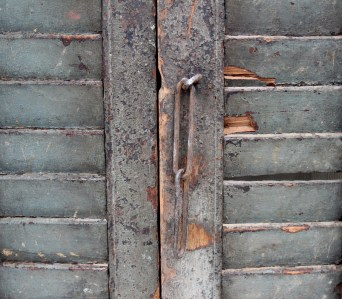 SH8a Vintage old shutters from India 4